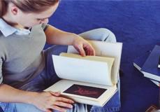 Lesend
